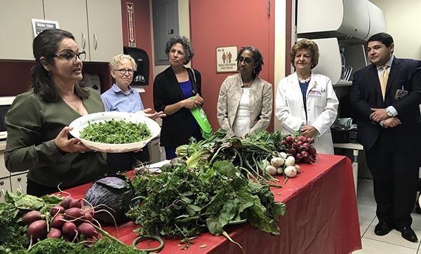 NYC promueve una dieta rica en verduras y frutas frescas por el beneficio de familias y niños
