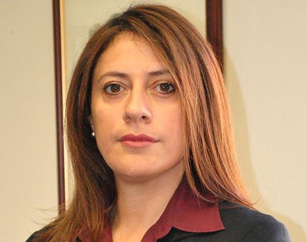 Abogada Ana María Bazán: Beneficiarios de DACA pueden adquirir la residencia