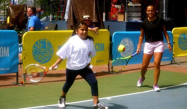 Se calienta el US Open con Mónica Puig jugando con niños de Queens