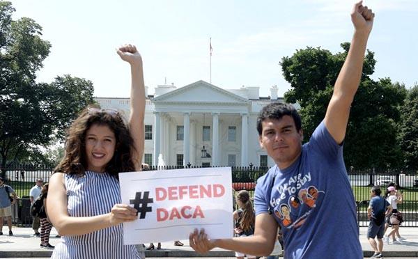 Casa Blanca revela plan de inmigración con muro y sin ciudadanía