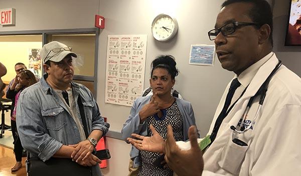 Activista cubanos visitan hospitales de Nueva York para estudiar cómo atienden a pacientes de HIV/Sida