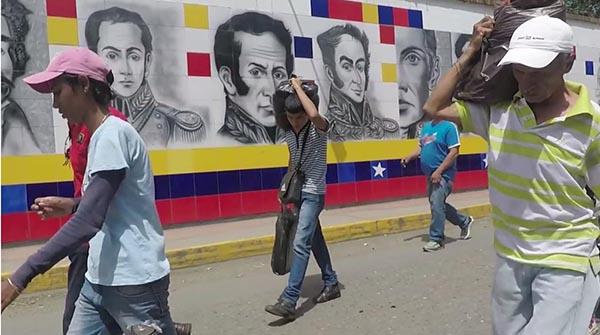 Venezolanos abandonan su patria y esperan dejar la crisis del 2017 atrás