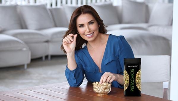Laura Posada promueve Wonderful Pistachios para ser saludables