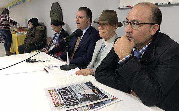 Padres en Acción educando a jornaleros de construcción