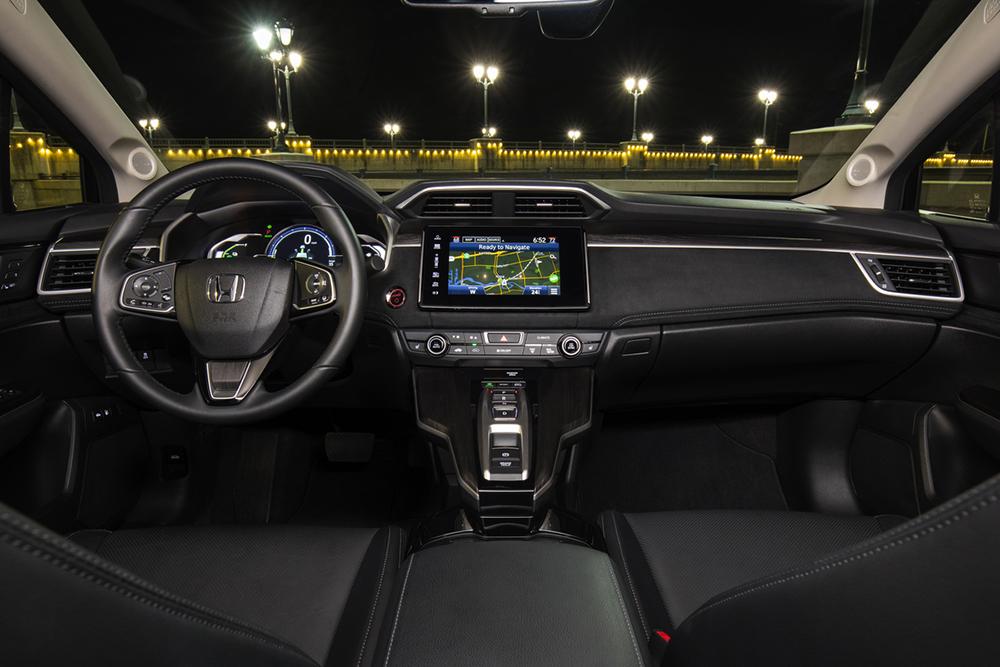 El interior del carro Honda Clarity Plug-In Hybrid del 2018.