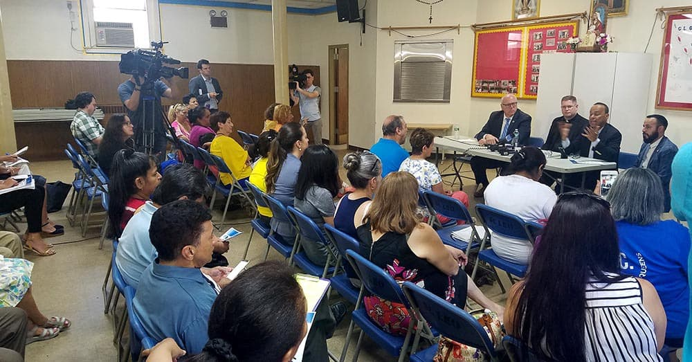 Imagen de la reunión en la iglesia St. Leo de Corona, Queens. Foto