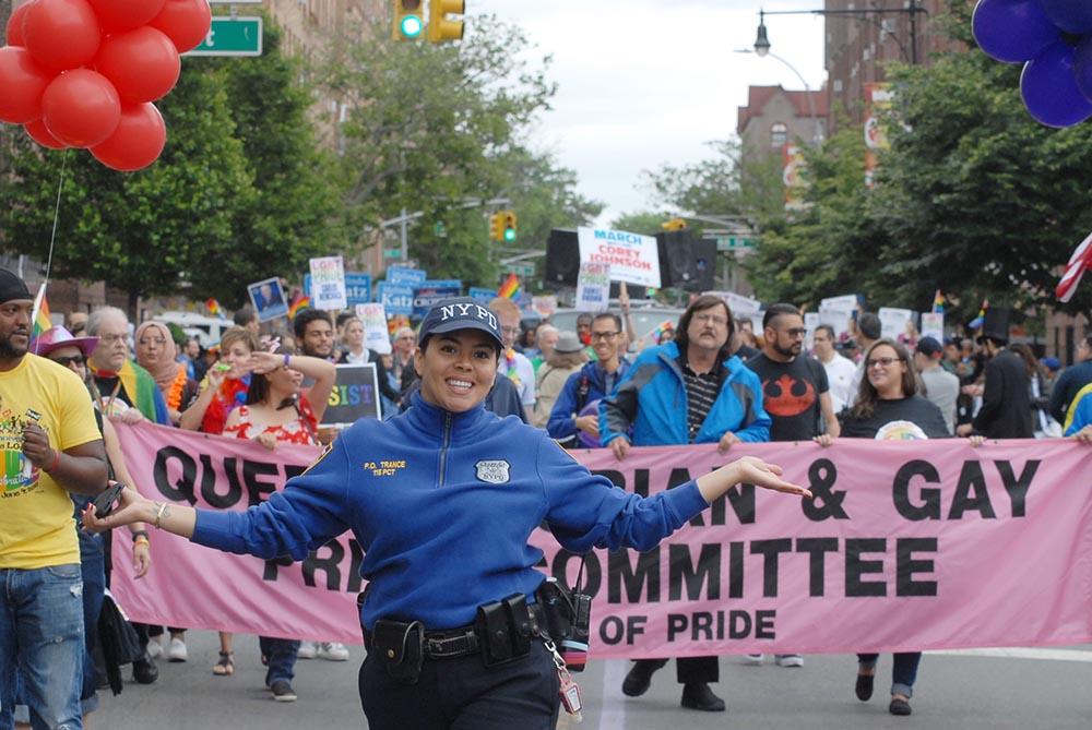 La Policía de Nueva York se integró al Desfile del Orgullo Gay. Foto Humberto Arellano