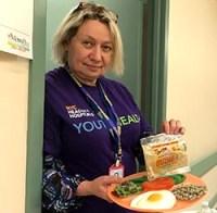 Alla Brayer ofrece consejos de nutrición con base en alimentos no procesados.