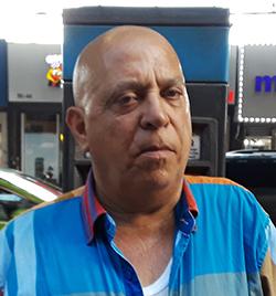 Bernardo Mena, votante.