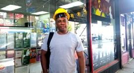 Obrero Washington Mina también es músico