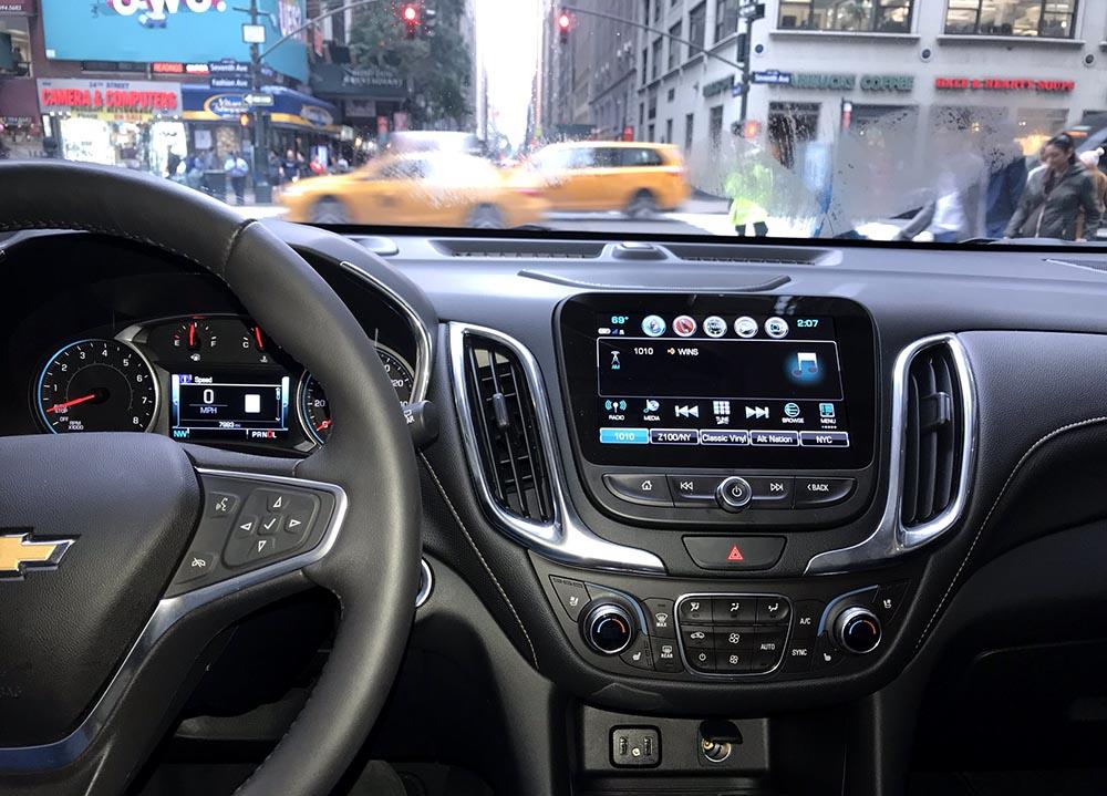 El panel de control de sonido y radio cuando me desplazaba por las congestionadas calles de Manhattan, en Nueva York.