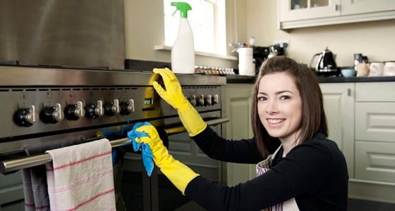Pulire il forno con detergenti naturali.