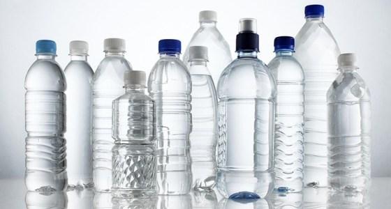 Riciclare le bottiglie di plastica per realizzare dei pouff.