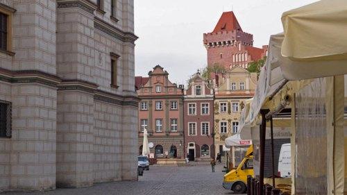 Castillo Real de Poznan tras la Plaza del Mercado
