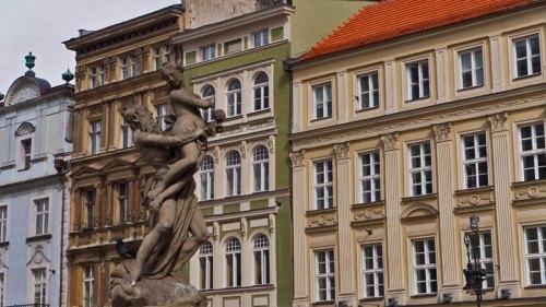 Fuente de Proserpina en la Plaza del Mercado de Poznan