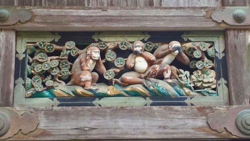 Mizaru, Kikazaru e Iwazaru, tres monos sabios de Nikko
