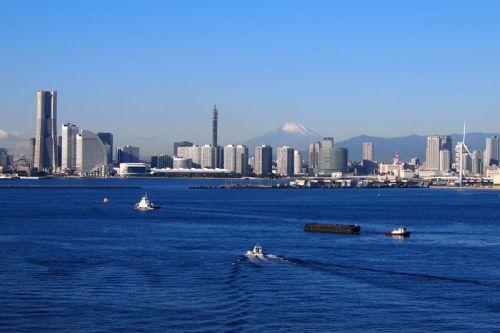 Monte Fuji tras la moderna ciudad de Yokohama