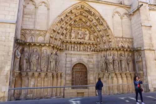 Puerta de la Coronería de la Catedral de Burgos junto a la calle de Fernán González