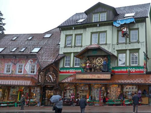 Tienda de relojes de cuco en Triberg, en el corazón de la Selva Negra