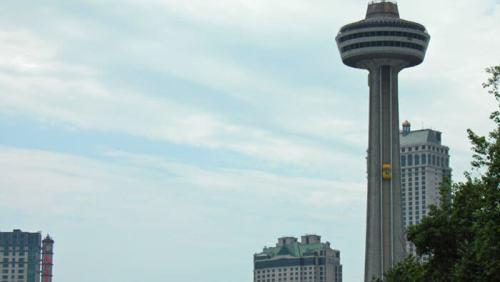 Skylon Tower en Canadá, ofrece las mejores vistas de las Cataratas del Niágara