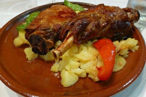 Ternasco de Aragón, uno de los platos típicos de la gastronomía de Jaca