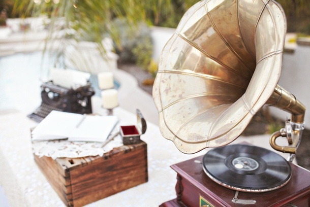 Vintage wedding decor - gramophone