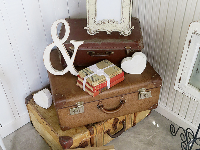 Quirky Parties - Suitcase - Vintage Display - Hire