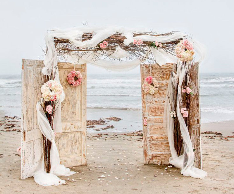 Vintage doors beach wedding - altar - Q