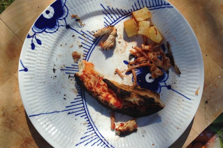 De sørgelige rester fra en af børnenes pizza.