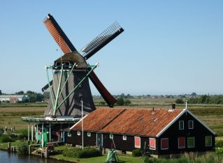 e Zoeker windmill as seen from Het Jonge Schaap windmill in Zaanse Schans