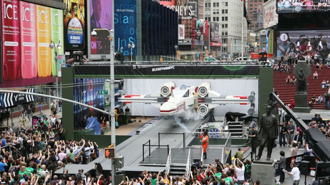 MASSIVE LEGO X-WING TAKES OFF IN TIMES SQUARE