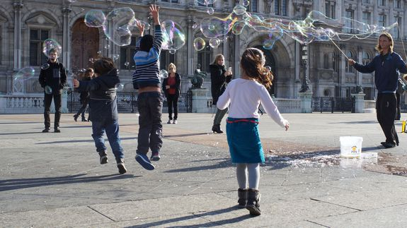 Bubbles_playing