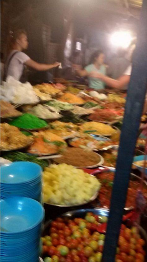 Buffet auf dem Nightmarket in Luang Prabang