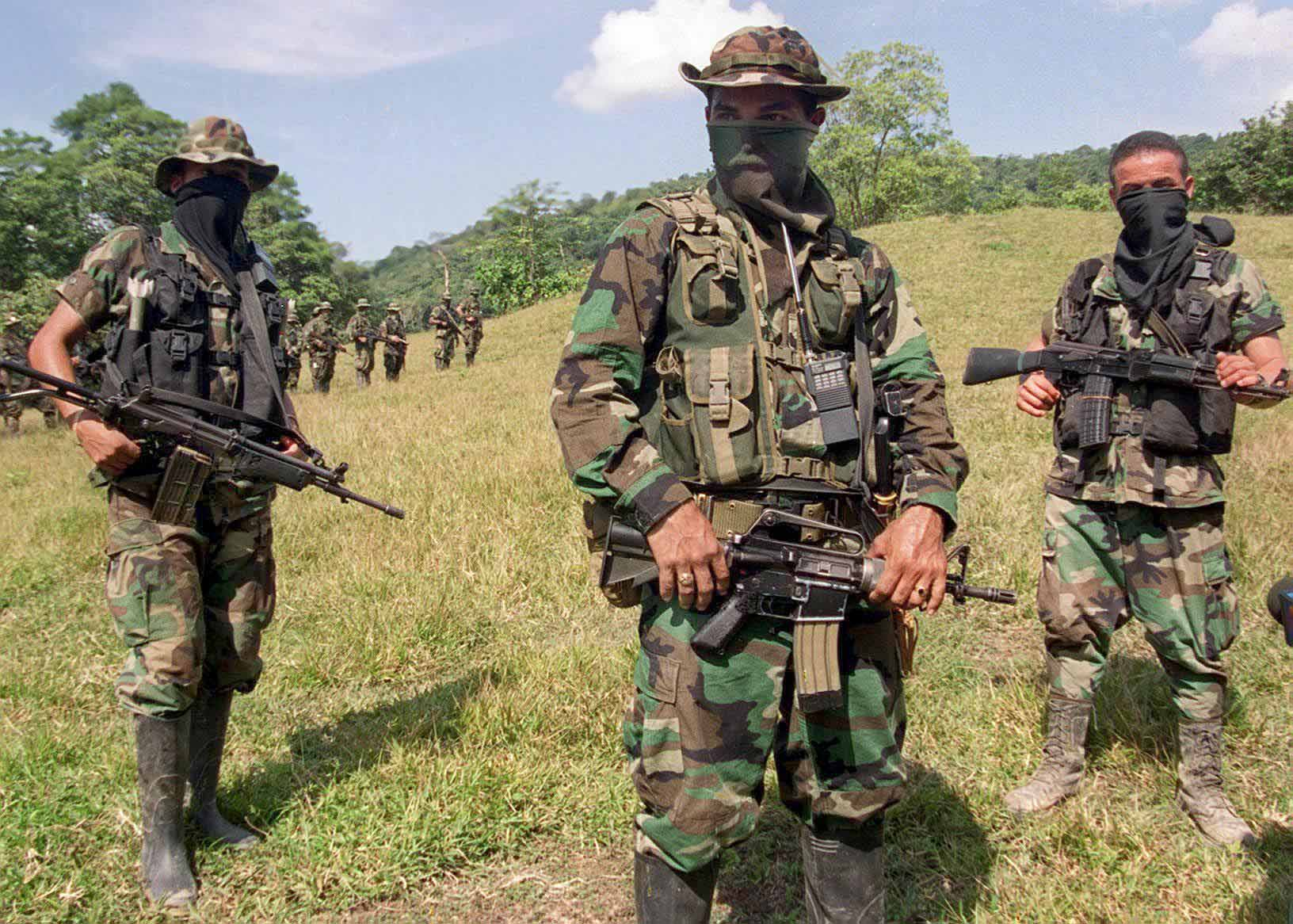 CATATUMBO, COLOMBIA - JANUARY 29:  Paramilitary leader of the Colombian United Self-Defense Forces (AUC) commandant Mauricio (C) trains his troops 29 January, 2000, in the mountains near Catatumbo, northwest of Bogota. Clashes between the AUC and guerrilla forces have been reported in the Catatumbo region, considered one of the major coca producing areas of Colombia.      Foto tomada el 29 de Enero de 2000 del comandate Mauricio (C), jefe militar del grupo paramilitar Autodefensas Unidas de Colombia, AUC, que operan en las montanas del Catatumbo, al noroeste de Bogota. Fuertes combates se han registrado las ultimas semanas entre las AUC y guerrilleros de las FARC y el ELN, por el control de la zona del Catatumbo, considerada una de las principales regiones productora de coca que sirve a financiar a las diferentes facciones que participan en el conflicto colombiano.  (Photo credit should read CARLOS GARCIA/AFP/Getty Images)