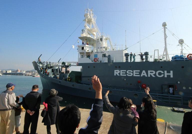 Un ballenero japonés parte del puerto de Shimonoseki para cazar en el océano Antártico el 1 de diciembre de 2015 JIJI PRESS/AFP/Archivos / -