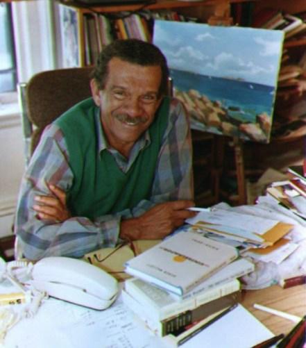 AFP/Archivos / BROOKS KRAFT El santalucense Derek Walcott, profesor de lengua de la Universidad de Boston, flamante ganador del premio Nobel de Literatura, el 8 de octubre de 1992