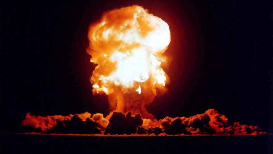 Explosión provocada por una prueba de armas nucleares por parte de EE.UU. en el estado de Nevada en 1957.