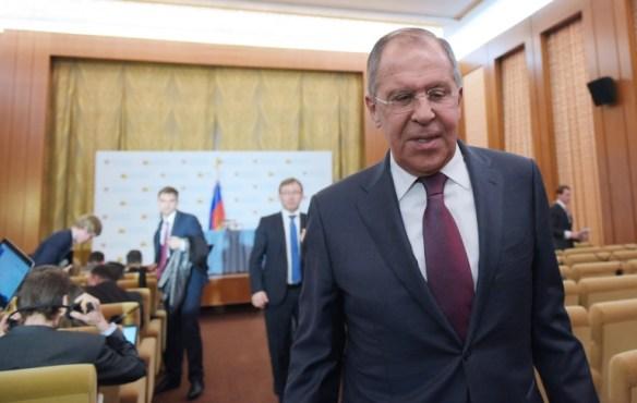 El ministro de Relaciones Exteriores de Rusia, Serguei Lavrov, termina una rueda de prensa en la Embajada de su país en Washington el 10 de mayo de 2017 AFP / Mandel Ngan
