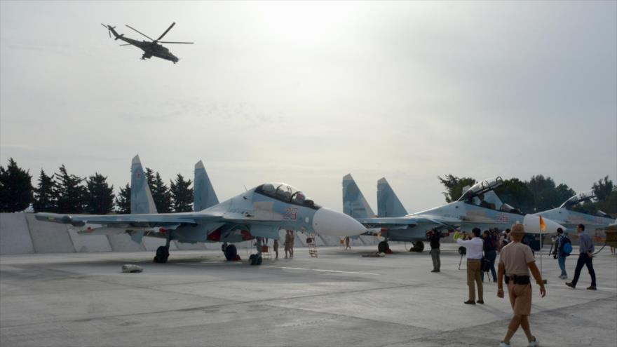 Aviones rusos Sujoi Su-30 estacionados en la base aérea de Hemeimem, en Siria, 22 de octubre de 2015.