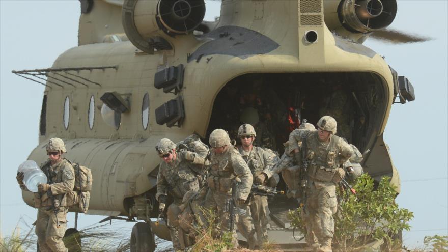 Soldados de la Segunda Brigada Stryker Combate de la 5ta División de Infantería del Ejército de EE.UU. con base en Hawái, 20 de abril de 2015.