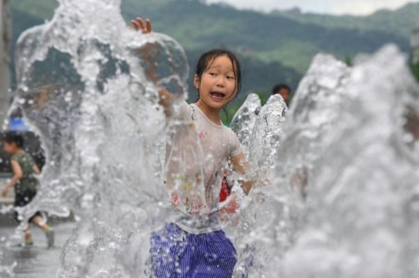 """""""El aumento de las temperaturas y de la humedad en verano podría alcanzar niveles que superan la capacidad de los humanos de sobrevivir sin protección"""", alertan investigadores AFP / JUNG Yeon-Je"""