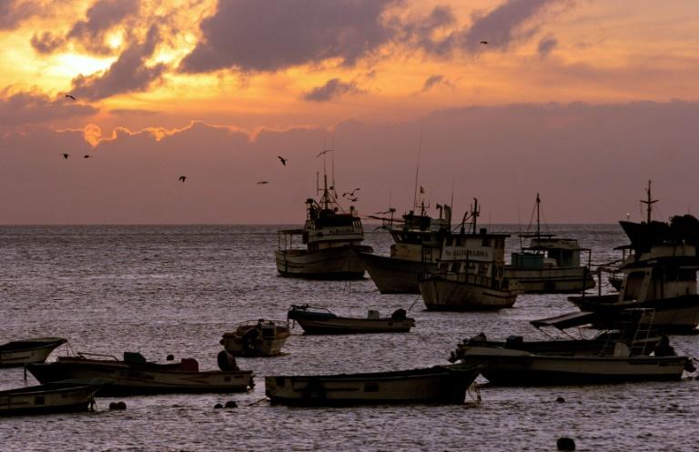 Atardecer en la Isla de San Cristóbal, Ecuador, el 23 de mayo de 2006  AFP/Archivos / RODRIGO BUENDIA