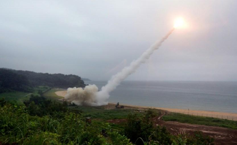 """Pyongyang dijo que está ahora """"examinando cuidadosamente un plan operacional para lanzar un fuego envolvente alrededor de Guam con misiles balísticos estratégicos de alcance mediano a largo, de tipo Hwasong-12,"""" según KCNA.  AFP / str"""