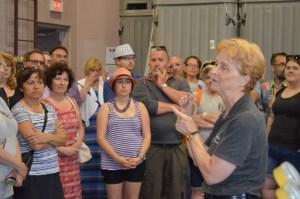 Ils étaient tous très attentifs aux explications lors de la visite des vignobles de la région.