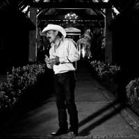 Le Hace Falta Un Beso - Version Banda - El Chapo de Sinaloa