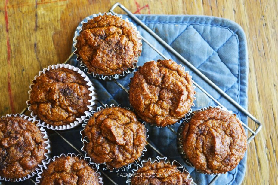Pumpkin Spice Muffins | grain-free, gluten-free, dairy-free, refined sugar-free | paleo, GAPS friendly | RaiasRecipes.com