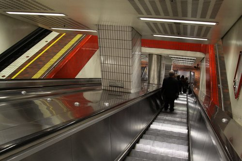 Escalators from the Melbourne Central concourse down to platform 3/4