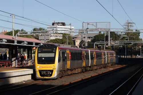 SMU283 arrives at Roma Street with a Bowen Hills service