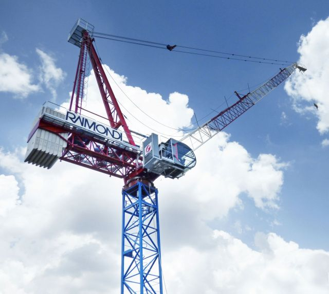 Raimondi Cranes delivers pre-orders of the newly launched LR213 luffing crane