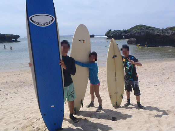 Surfing in Japan for Housewives :Surf school/ guide in Okinawa in 2013. Guide for intermediate surfers. Equipment,  Pick up /drop off at Naha included.